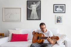 Um apartamento onde a música é a protagonista: https://www.casadevalentina.com.br/blog/OPEN%20HOUSE%20%7C%20ANDR%C3%89%20RIBEIRO -----------------------------------------  An apartment where music is the protagonist: https://www.casadevalentina.com.br/blog/OPEN%20HOUSE%20%7C%20ANDR%C3%89%20RIBEIRO