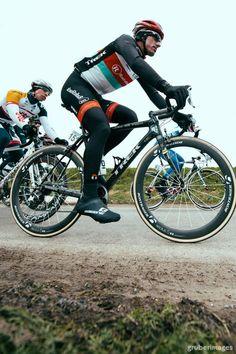 Fabian Cancellara (RadioShack) on his Spartacus themed Trek Domane