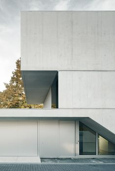 Discover the lakeside house, concrete house, designed by Near Zurich lake. Public Architecture, Concrete Architecture, Architecture Details, Gigon Guyer, Facade House, Zurich, Minimalist Home, Townhouse, Building