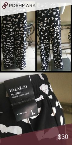 💕Palazzo Pants💕 Black & off white print wide leg palazzo pants TRUE TO SIZE 🔴NO MEASURING 🔴 New York & Company Pants Wide Leg