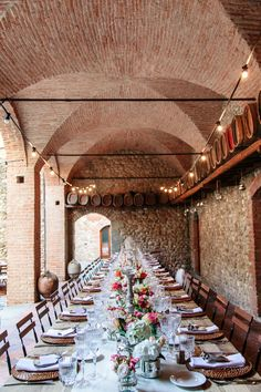 Wodden table with beige runner, country chairs, rattan chargers and rastal glasses. Siena, Wedding Locations, Got Married, Rattan, Florence, Wedding Reception, Catering, Wedding Planner, Chairs