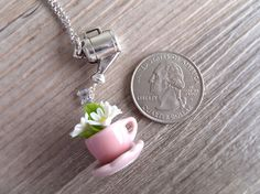Daisy Flowers In a Teacup Jewelry Necklace Pink por LycheeKiss
