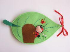 Katica Vica levélkuckója-játszókönyvecske, Baba-mama-gyerek, Játék, Baba, babaház, Készségfejlesztő játék, Meska