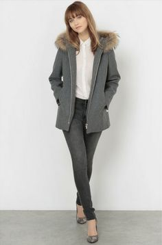 White shirt+grey skinny jeans+grey printed pumps+grey wool jacket. Fall Casual Business Outfit 2016