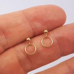 Voici ce que je viens d'ajouter dans ma boutique #etsy : Petites boucles d'oreilles or boucles plaqué or ou argent 925 https://etsy.me/2KjFg2c #bijoux #bouclesdoreilles #argent #minimaliste #pucesd'oreilles #goldfilled #plaquéor #argent925 #bo