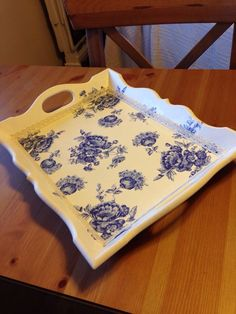 Tray with blue flowers