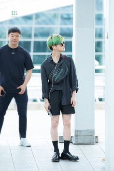 Jinhwan with green head 💚💚 Fashion Idol, Kpop Fashion, Mens Fashion, Fashion Outfits, Airport Fashion, Winner Ikon, Guys And Girls, Boys, Ikon Debut