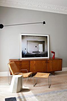 El equipo del despacho londinense Waldo Works transformó seis departamentos en una casa de estilo mid-century para una pareja originaria de Rusia.