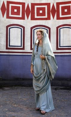 "Representation of a noble, wealthy woman wearing tunica and stola. HBO's ""Rome""."