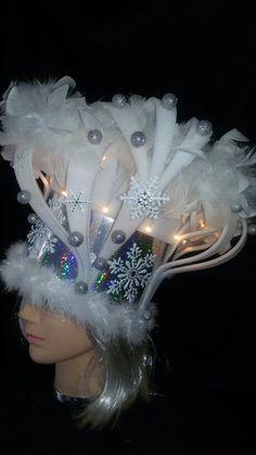 Foamhoed Meerssen Foam Wigs, Wig Hat, Mardi Gras Parade, Crazy Hats, Costume Wigs, Headdress, Photo Booth, Tulle, Headpieces