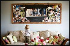 collage de photos familiales à base en bois au-dessus du canapé