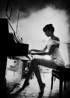 incantevolefollia70: tu sei musica per me ogni tuo singolo pensierosono per me note per l'anima e il cuore . e gia' …………………… ♥