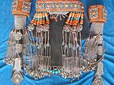 details of Mongolian women headdress