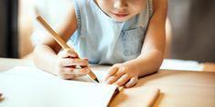 Sunday Grenadine - Page 3 sur 22 - Le blogzine lifestyle de toute la Famille Little Girl Drawing, Drawing For Kids, Papa Au Foyer, Image Ball, Girls Holding Hands, Boy Coloring, Colouring, Love Parents, Educational Activities For Kids