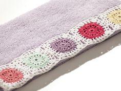 Rety Dantelli Yüz Havlusu 50x90 Lila - Yüz Havlusu Modelleri Crochet Potholder Patterns, Crochet Borders, Linen Towels, Hand Towels, Crochet Towel, Knit Crochet, Embroidered Towels, Crochet Kitchen, Bath Rugs