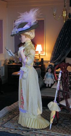Nicola, miniature porcelain doll from the Edwardian Era. Doll by Annemarie Kwikkel.