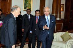 El Primer Ministro de Malasia, Datuk Seri Najib Tun Razak, recibe a Jorge Sampaio, Alto Representante de la Alianza de Civilizaciones de Naciones Unidas (UNAOC) en su oficina en Putrajaya, Malasia, como parte de su visita a este país: