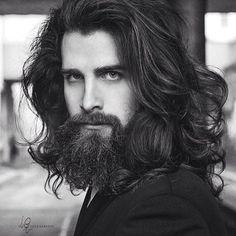 Mein Mann hat lange Haare, so etwas wie Luca Sguazzini, nur mehr lockig & bla . Hair And Beard Styles, Curly Hair Styles, Barba Grande, Long Hair Beard, Beards And Hair, Long Hair Man, Sexy Beard, Long Beards, Long Black Hair