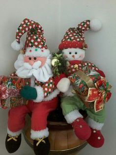 Alegres con sus regalos Christmas Baby, Christmas Snowman, Christmas Time, Christmas Stockings, Primitive Christmas, Country Christmas, Beaded Christmas Ornaments, Christmas Wreaths, Christmas Centerpieces