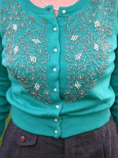 Chronically Vintage | A beaded turquoise cardi, classic black 1950s hat, and the wind strikes again!
