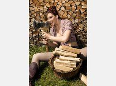 """Neue Bilder:Girls im Schweizer Bauernkalender - und ihre deutsche """"Konkurrenz""""  Mirjam (18)aus dem Bauernkalender 2009©Claude Stahel / bauernkalender.ch"""
