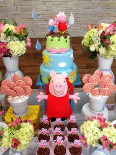 Encontrando Ideias: Festa Peppa Pig!! Peppa Pig Birthday Decorations, Peppa Pig Birthday Invitations, Peppa Pig Birthday Cake, Trolls Birthday Party, Pig Party, 3rd Birthday Parties, 2nd Birthday, Bolo Da Peppa Pig, Cumple Peppa Pig