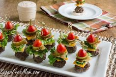 Mini Bun-less Cheeseburger Bites with Thousand Island Dip Funnel Cake funnel cake bacon queso burger calories Mini Burgers, Turkey Burgers, Veggie Burgers, Cheese Burger, Burger Bun, Nacho Salat, Cetogenic Diet, Low Carb Recipes, Appetizer Recipes