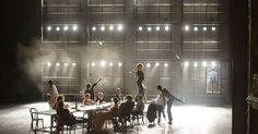 Die letzten Tage de - Die letzten Tage der Menschheit von Karl Kraus Regie: Georg Schmiedleitner / Burgtheater Wien in Koproduktion mit den Salzburger Festspielen; --- #Theaterkompass #Theater #Theatre #Schauspiel #Tanztheater #Ballett #Oper #Musiktheater #Bühnenbau #Bühnenbild #Scénographie #Bühne #Stage #Set
