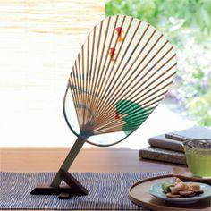 水うちわ 金魚 What a simple and elegant way of displaying a beautiful paper fan.