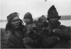 Gällivaresamen And. Skattja med hustru och barn. Foto från 1880-talet av Fredrik Svenonius Gällivare Saami picture from 1880
