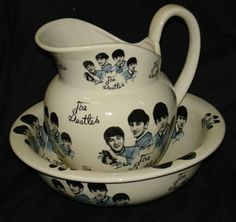 COLECTABLE THE BEATLES LARGE JUG & BASIN BOWL SKY BLUE,