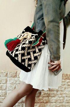 Crochet Handbags, Crochet Purses, Drawstring Bag Pattern, Striped Shoulder Bags, Tapestry Crochet Patterns, Creative Bag, Crochet Beret, Crochet Baby Sandals, Crochet Crafts