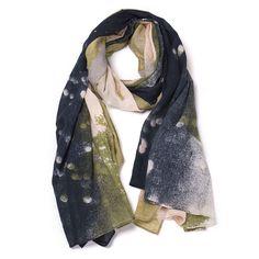 Kissed by the Rain Black/Khaki/Rose/Grey - Sjaal Bella Ballou Kissed by the Rain Black/Khaki/Rose/Grey van 100% soepel en zacht katoen. Dit katoen is iets dunner dan het het katoen dat gebruikt is voor de Fairytale sjaal. Een fijne sjaal om de hele dag door te dragen! Deze sjaal staat prachtig bij denim!  De sjaals van Bella Ballou worden allen verstuurd in een prachtige gift box, dus heel leuk om cadeau te geven!  Afmeting: 100x200cm Stof: 100 % katoen