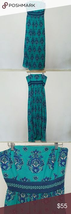 Vineyard Vines strapless maxi dress Silk blend, strapless dress with side zipper, fully lined with light bone support in the bodice and side sli up to the knee on the left side. Vineyard Vines Dresses Maxi