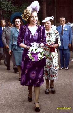 Evita en Genova - Italia 1947 durante la Gira del Arco Iris Young And Beautiful, Beautiful People, Porfirio Rubirosa, Bridesmaid Dresses, Wedding Dresses, Perfect Woman, Historical Photos, Funeral, Glamour