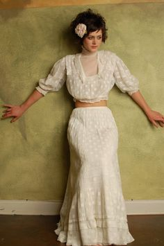 victorian lace blouse and skirt :: SO Anne of Green Gables when she performs The Highwayman! Vestidos Vintage, Vintage Dresses, Vintage Outfits, Victorian Costume, Victorian Lace, Edwardian Fashion, Vintage Fashion, Blouse And Skirt, Historical Clothing