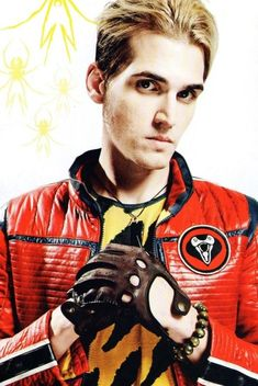 Who said bassists are ugly? I'm gonna slap some Mikey Way on his face.  Omfg he's so freaking gorgeous. <3