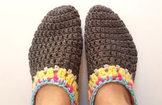 Free crochet pattern for adult slippers. Very quick and easy booties for wearing around the house.