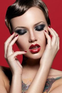 Red lips - Black smoky eyes
