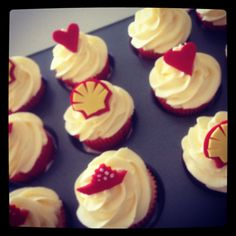 Shell logo cupcakes