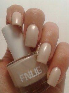 Smukke creme farvet negle #FNUG #HipNewcomer
