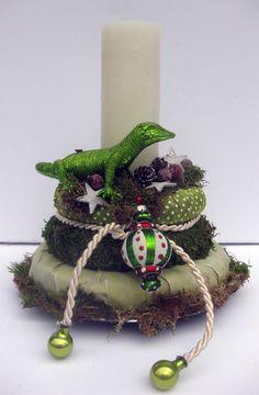 Adventskranz - Adventsgesteck Gecko - grün weiß - ein Designerstück von kunstbedarf24 bei DaWanda