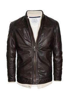 Кожаная байкерская куртка из кэжуальной линии Blacksmith. Застёжка на молнию, воротник-стойка с застёжкой на кнопку, по бокам два кармана на молнии, на рукавах молнии и хлястики с кнопками. Внутри карман. http://j.mp/1pN4NQp