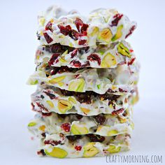 Christmas Bark Recipe (Pistachios and Cranberries) - cup roughly chopped dried cranberries, cup roughly chopped pistachios, 12 oz white chocolate chips. Christmas Bark, Christmas Sweets, Christmas Cooking, Holiday Baking, Christmas Desserts, Xmas, Christmas Chocolate, Christmas Foods, Candy Recipes