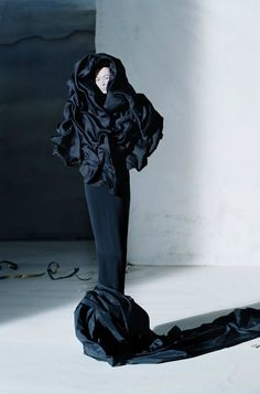 Sculptural Fashion - darkly dramatic dress with sculpted fabric textures; artistic fashion // Ph. Tim Walker