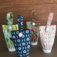 Easy Sewing Projects, Sewing Projects For Beginners, Sewing Crafts, Fabric Art, Fabric Crafts, Retreat Gifts, Alcohol En Gel, Hand Sanitizer Holder, Crochet Bunny