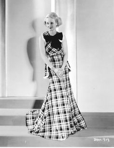 The great nice cute actrees #BetteDavis it in grand studens of #Hollywood !!! ..