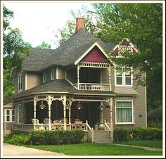 QUEEN ANNE VICTORIAN - beautiful home - needs to have the bright colors Victorian's are known for!