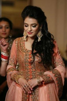 engagement look, engagement outfit, peach and pink anarkali, statement earrings, polki and pearl earrings Indian Engagement Dress, Engagement Dresses, South Indian Bride Hairstyle, Indian Bridal Hairstyles, Indian Bridal Lehenga, Indian Beauty Saree, Lehenga Hairstyles, Lehenga Images, Punjabi Bride
