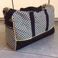 virginiesb Nouveau sac Week-end Boston de @patrons_sacotin pour accompagner la trousse de toilette zip-zip. J'aime bien le contraste avec le tissu jaune de la doublure.  Les deux tissus en coton enduit viennent de Self tissus.  #couture #couturedebutant #jecoudsmesaccessoires #sewing #sew #coutureaddict #boston #sacboston #sacbostonsacôtin #travelbag #bag #sac #sacweekend